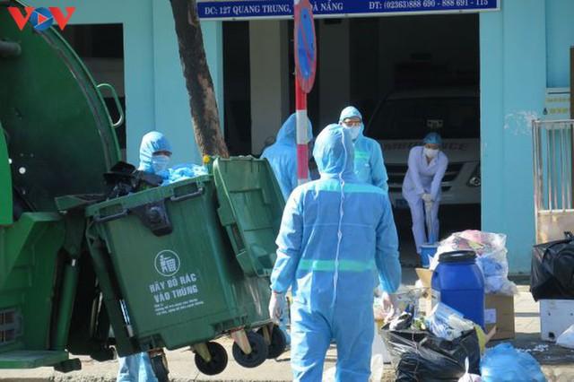 Đà Nẵng đảm bảo vệ sinh môi trường khu vực phong tỏa - Ảnh 3.