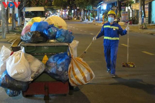 Đà Nẵng đảm bảo vệ sinh môi trường khu vực phong tỏa - Ảnh 8.