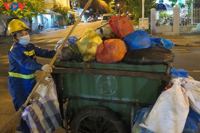 Đà Nẵng đảm bảo vệ sinh môi trường khu vực phong tỏa - Ảnh 9.