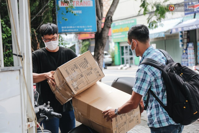 Cha đẻ ATM gạo lần đầu cho ra đời ATM khẩu trang miễn phí cho bà con Sài Gòn phòng dịch Covid-19 - Ảnh 13.