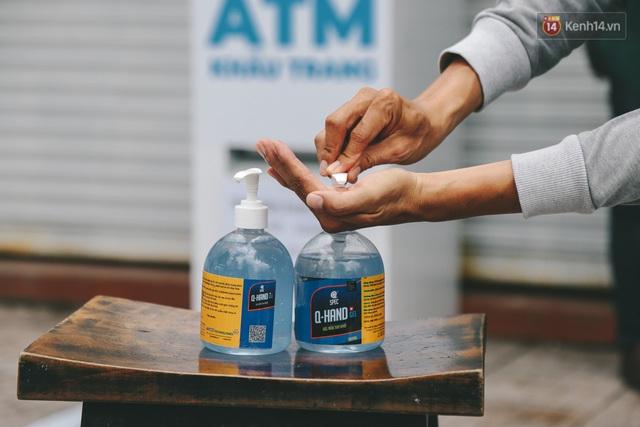 Cha đẻ ATM gạo lần đầu cho ra đời ATM khẩu trang miễn phí cho bà con Sài Gòn phòng dịch Covid-19 - Ảnh 3.