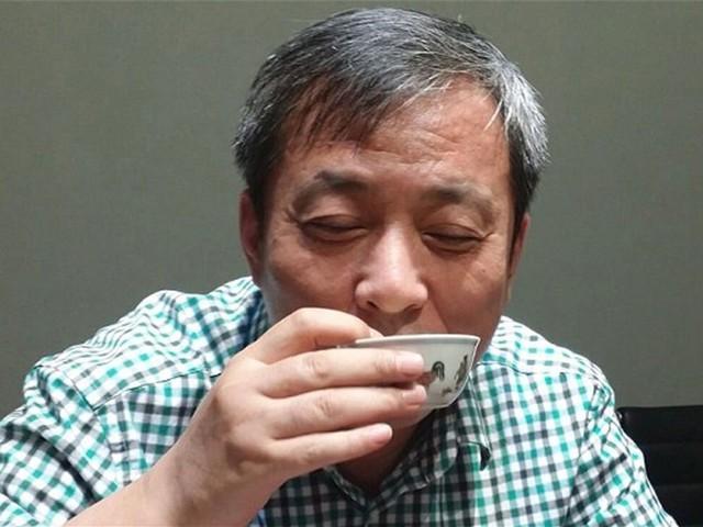 Cách tiêu tiền không giống ai của tỷ phú: Treo thưởng 180 triệu USD cho ai 'tán đổ' con gái, mua chén uống trà giá 36 triệu USD - Ảnh 5.
