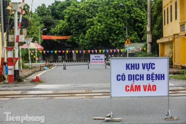 Bên trong khu phố ở Hà Nam bị phong tỏa vì ca mắc COVID-19 - Ảnh 5.
