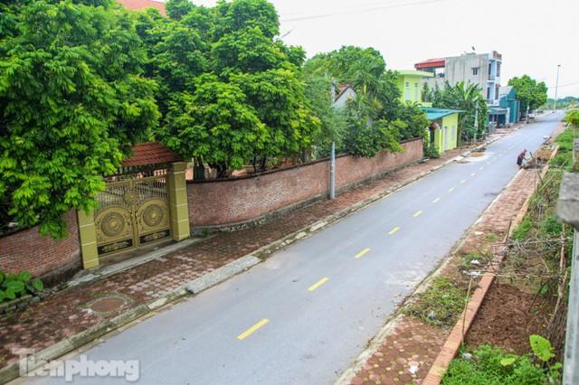 Bên trong khu phố ở Hà Nam bị phong tỏa vì ca mắc COVID-19 - Ảnh 7.
