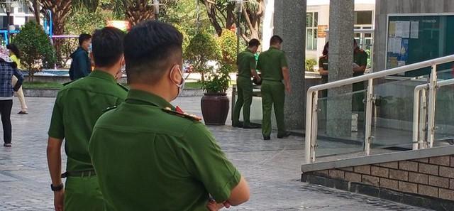 Tiến sĩ Bùi Quang Tín tự ngã từ tầng 14 sau khi uống rượu bia với đồng nghiệp - Ảnh 1.