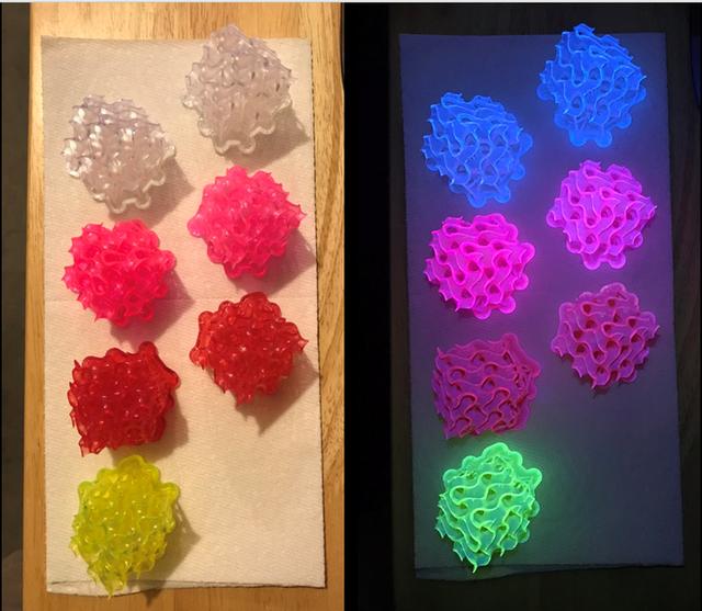 Giới khoa học chế tạo thành công vật thể huỳnh quang rắn sáng đến mức không thể tin nổi - Ảnh 2.
