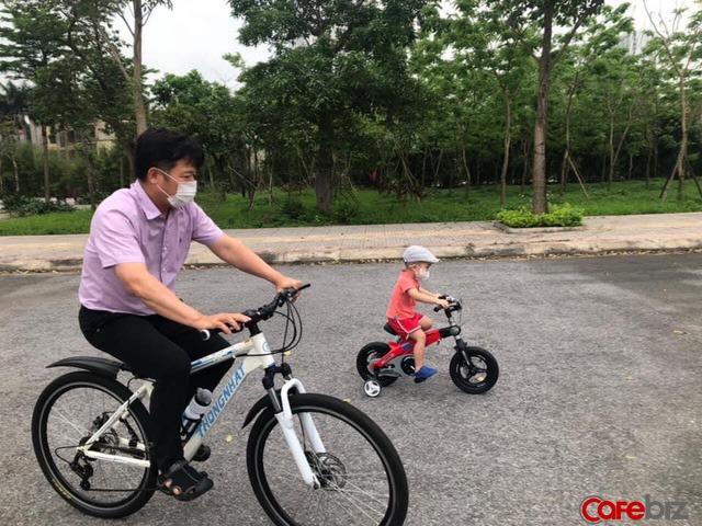 Từ câu hỏi ngây thơ của cháu nội mùa Covid, Shark Việt chung tay chống dịch, dành tặng 1 tỷ đồng mua đồ bảo hộ cho trẻ em - Ảnh 2.