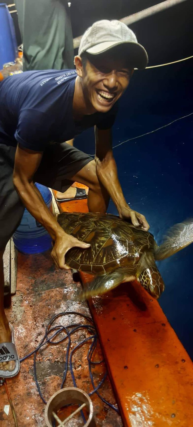 Thanh niên xứ Quảng trộm 18kg 'mồi nhậu' của cha thả xuống biển - Ảnh 3.