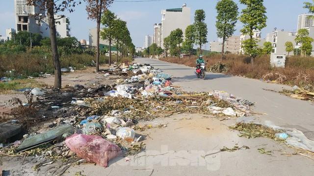 Rác ùn ứ, bốc mùi xú uế trong khu đô thị nghìn tỷ ở Thủ đô - Ảnh 4.
