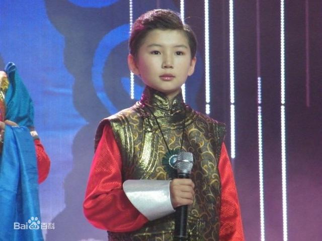 Cậu bé Mông Cổ hát về mẹ từng khiến hàng triệu người bật khóc hiện giờ ra sao? - Ảnh 3.