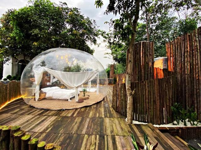Trải nghiệm đi nghỉ cuối tuần hú hồn ở ngoại ô Hà Nội: Book villa 6 triệu/ đêm có nhà bong bóng ảo diệu giống Bali, khách ngơ ngác nhận phòng y như cái lều vịt - Ảnh 2.