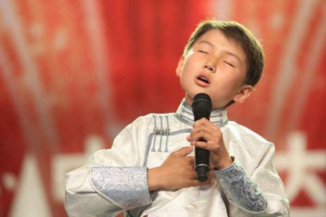 Cậu bé Mông Cổ hát về mẹ từng khiến hàng triệu người bật khóc hiện giờ ra sao? - Ảnh 4.