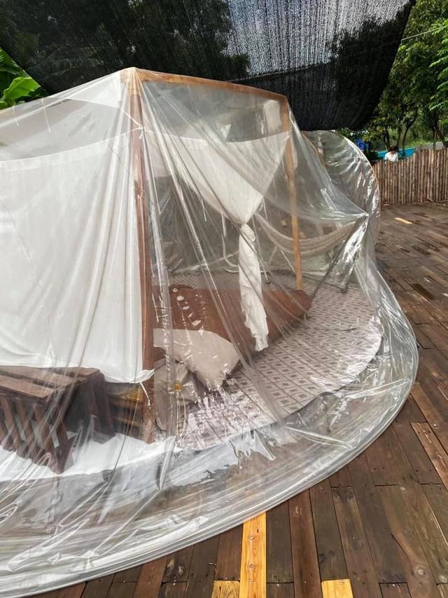 Trải nghiệm đi nghỉ cuối tuần hú hồn ở ngoại ô Hà Nội: Book villa 6 triệu/ đêm có nhà bong bóng ảo diệu giống Bali, khách ngơ ngác nhận phòng y như cái lều vịt - Ảnh 5.