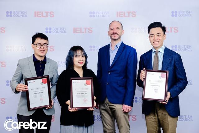 Người Việt đầu tiên đạt IELTS 9.0 cả thi giấy và máy tính: Thầy giáo soái ca chơi guitar điêu luyện, chủ 5 cơ sở luyện thi IELTS, vừa nhận học bổng 180 triệu để sang Úc du học - Ảnh 4.