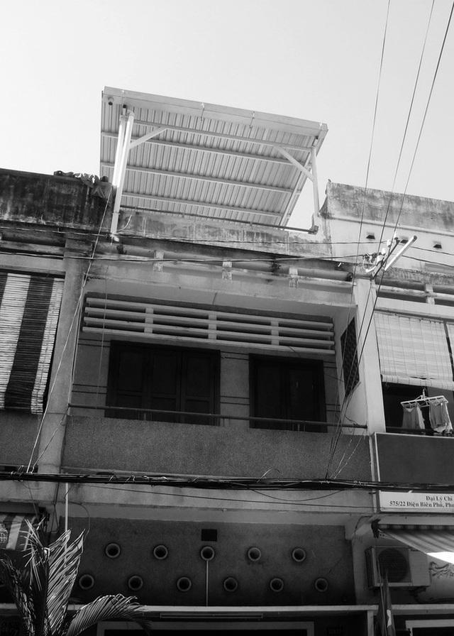 Tp.HCM: Căn nhà nhiều cửa sổ đẹp ngỡ ngàng sau khi được cải tạo bằng những đồ dùng bỏ đi - Ảnh 1.