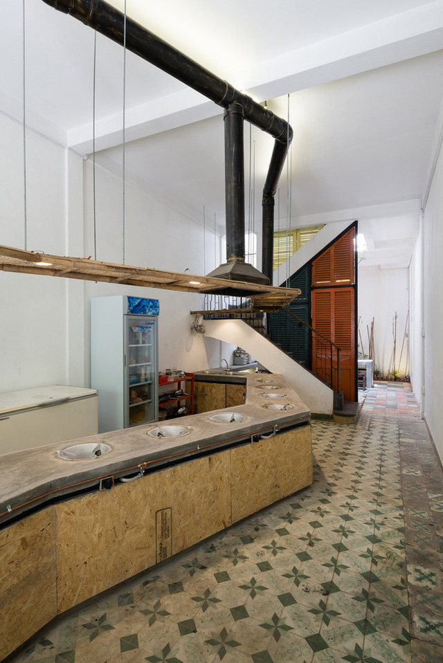 Tp.HCM: Căn nhà nhiều cửa sổ đẹp ngỡ ngàng sau khi được cải tạo bằng những đồ dùng bỏ đi - Ảnh 13.