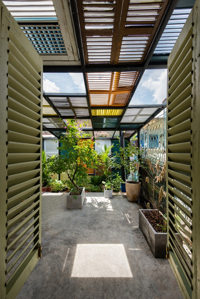Tp.HCM: Căn nhà nhiều cửa sổ đẹp ngỡ ngàng sau khi được cải tạo bằng những đồ dùng bỏ đi - Ảnh 18.