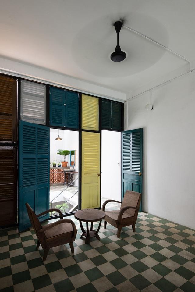 Tp.HCM: Căn nhà nhiều cửa sổ đẹp ngỡ ngàng sau khi được cải tạo bằng những đồ dùng bỏ đi - Ảnh 19.