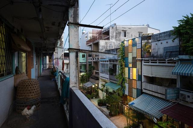 Tp.HCM: Căn nhà nhiều cửa sổ đẹp ngỡ ngàng sau khi được cải tạo bằng những đồ dùng bỏ đi - Ảnh 5.
