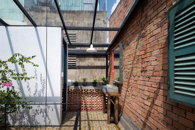 Tp.HCM: Căn nhà nhiều cửa sổ đẹp ngỡ ngàng sau khi được cải tạo bằng những đồ dùng bỏ đi - Ảnh 8.