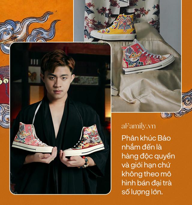 Chàng trai 9x gây xôn xao MXH vì nghề vẽ hoa văn truyền thống lên giày nhưng lý do sau niềm đam mê mới khiến ai nấy bất ngờ - Ảnh 6.