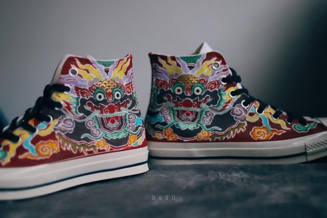 Chàng trai 9x gây xôn xao MXH vì nghề vẽ hoa văn truyền thống lên giày nhưng lý do sau niềm đam mê mới khiến ai nấy bất ngờ - Ảnh 8.