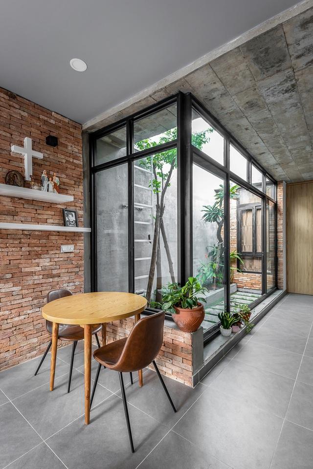 Độc đáo căn nhà gia chủ không tiếp khách, bếp trở thành khu vực trung tâm - Ảnh 2.