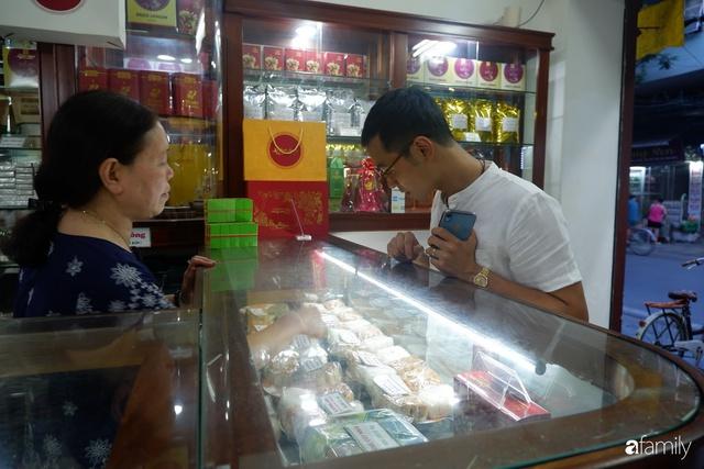 Đều như vắt tranh, năm nào người Hà Nội cũng nô nức xếp hàng mua bánh trung thu truyền thống - Ảnh 20.