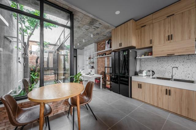 Độc đáo căn nhà gia chủ không tiếp khách, bếp trở thành khu vực trung tâm - Ảnh 5.