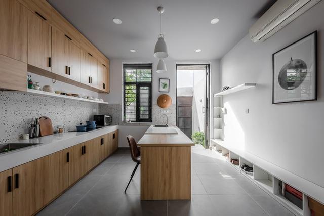 Độc đáo căn nhà gia chủ không tiếp khách, bếp trở thành khu vực trung tâm - Ảnh 6.