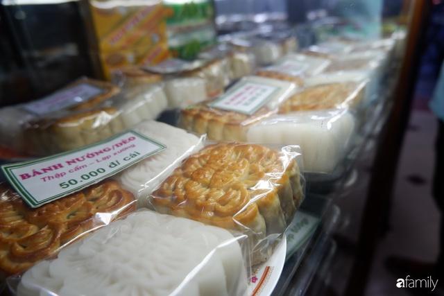 Đều như vắt tranh, năm nào người Hà Nội cũng nô nức xếp hàng mua bánh trung thu truyền thống - Ảnh 7.