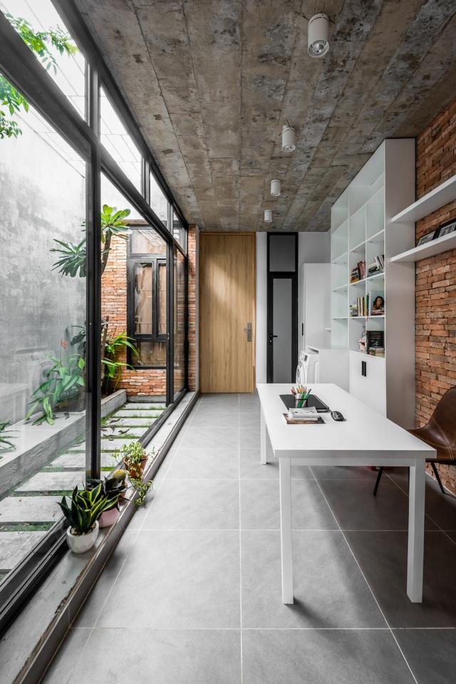 Độc đáo căn nhà gia chủ không tiếp khách, bếp trở thành khu vực trung tâm - Ảnh 8.