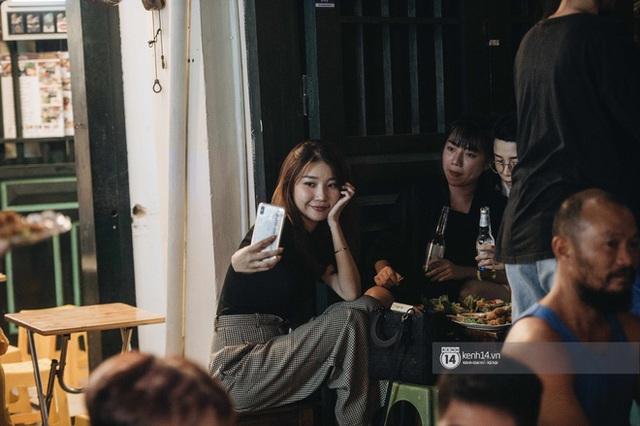 Tạ Hiện trở lại ngày Hà Nội trở lạnh: Người đông nghịt không có chỗ nhích chân! - Ảnh 18.