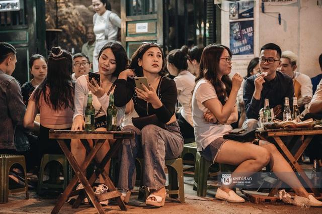 Tạ Hiện trở lại ngày Hà Nội trở lạnh: Người đông nghịt không có chỗ nhích chân! - Ảnh 20.