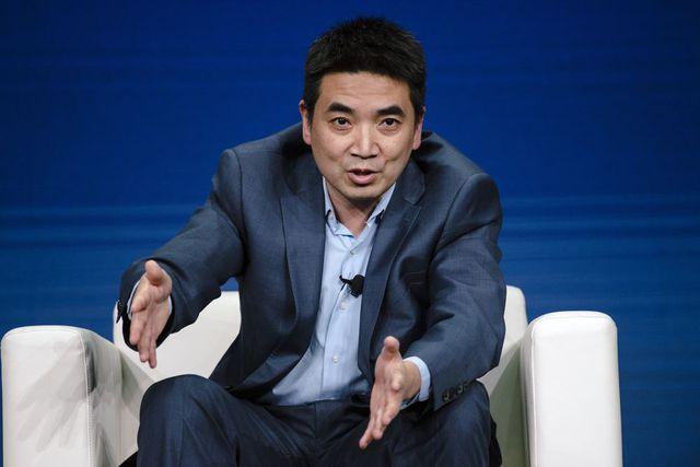 10 tỷ phú kiếm nhiều tiền nhất tuần qua: Ông chủ Zoom, SoftBank góp mặt - Ảnh 8.