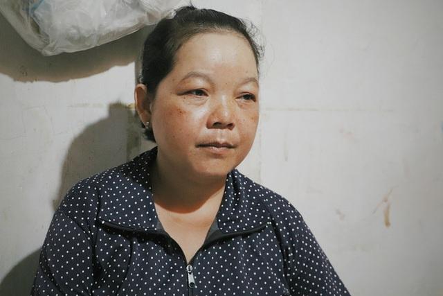 Đôi song sinh khuyết tật 14 tuổi hát cực hay, theo mẹ bán vé số khắp Sài Gòn: Cha tụi con mất rồi, chỉ còn có mẹ thôi - Ảnh 2.