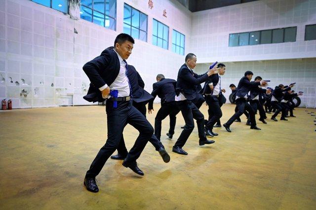 'Lò luyện' vệ sĩ cho giới siêu giàu ở Trung Quốc: Khắt khe hơn quân đội, tốt nghiệp có thể có thu nhập 70.000 USD/năm - Ảnh 3.