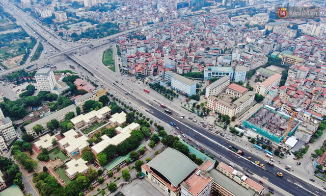 Cận cảnh cầu cạn Mai Dịch - Nam Thăng Long đã rải nhựa xong chờ ngày thông xe - Ảnh 2.