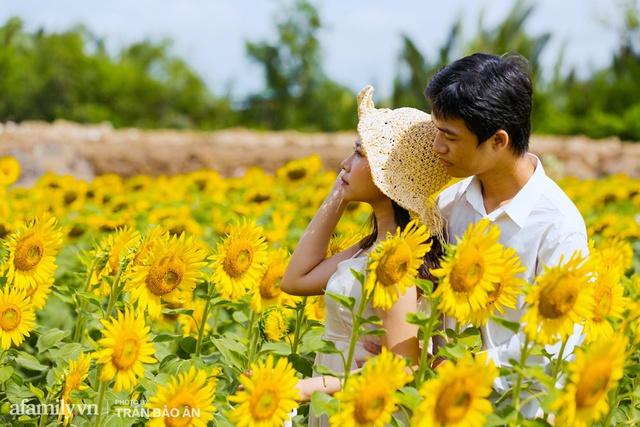 Mới tháng 9, cánh đồng hoa hướng dương và đầm sen ngay trong Sài Gòn đã nở cực rộ đẹp như Tết, tốn có 40.000 đồng được ngắm cả ngày trời! - Ảnh 15.