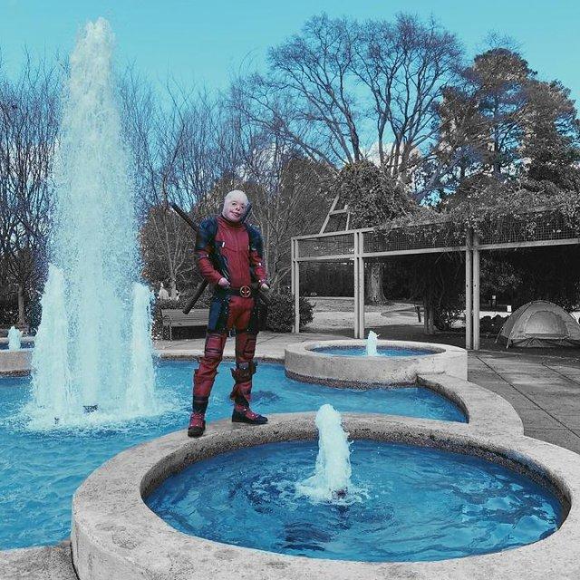 Hóa Deadpool phiên bản đời thực, chàng trai bị bỏng đến biến dạng khuôn mặt trở thành người truyền cảm hứng của MXH - Ảnh 6.