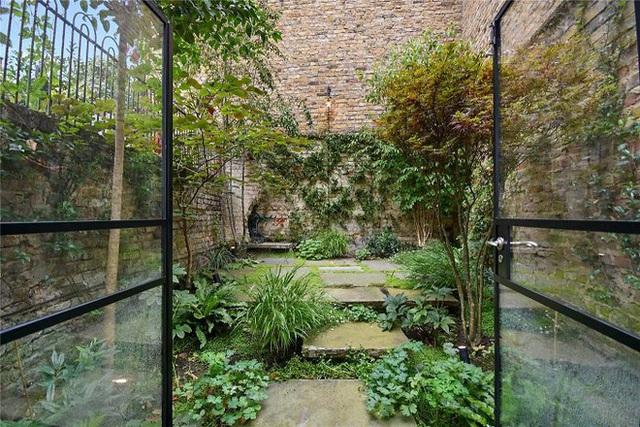Ngôi nhà hẹp nhất London gây tranh cãi lớn khi rao bán với giá tận hơn 30 tỷ đồng, ai cũng tò mò liệu bên trong chứa kho báu gì không - Ảnh 3.