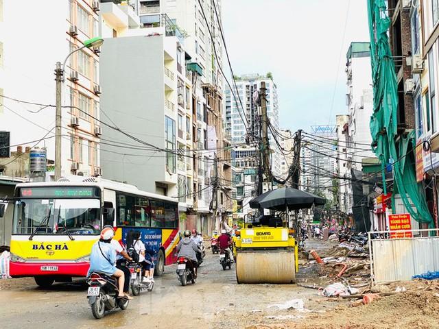 Tuyến đường dài hơn 400 mét ở Hà Nội thi công ba năm chưa về đích - Ảnh 1.