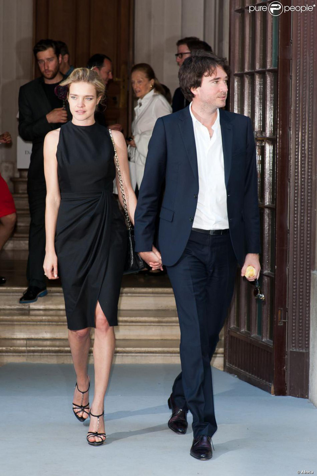 """Cái kết đẹp cho chuyện tình nổi tiếng của làng mốt thế giới: """"Thái tử Louis Vuitton"""" dùng gần 10 năm chân tình mới đổi được cái gật đầu của bà mẹ 5 con  - Ảnh 13."""