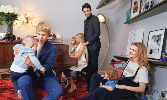 """Cái kết đẹp cho chuyện tình nổi tiếng của làng mốt thế giới: """"Thái tử Louis Vuitton"""" dùng gần 10 năm chân tình mới đổi được cái gật đầu của bà mẹ 5 con  - Ảnh 18."""