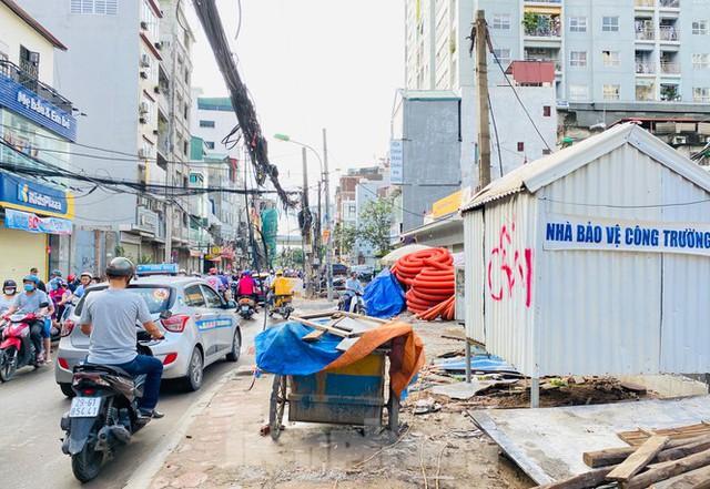 Tuyến đường dài hơn 400 mét ở Hà Nội thi công ba năm chưa về đích - Ảnh 5.
