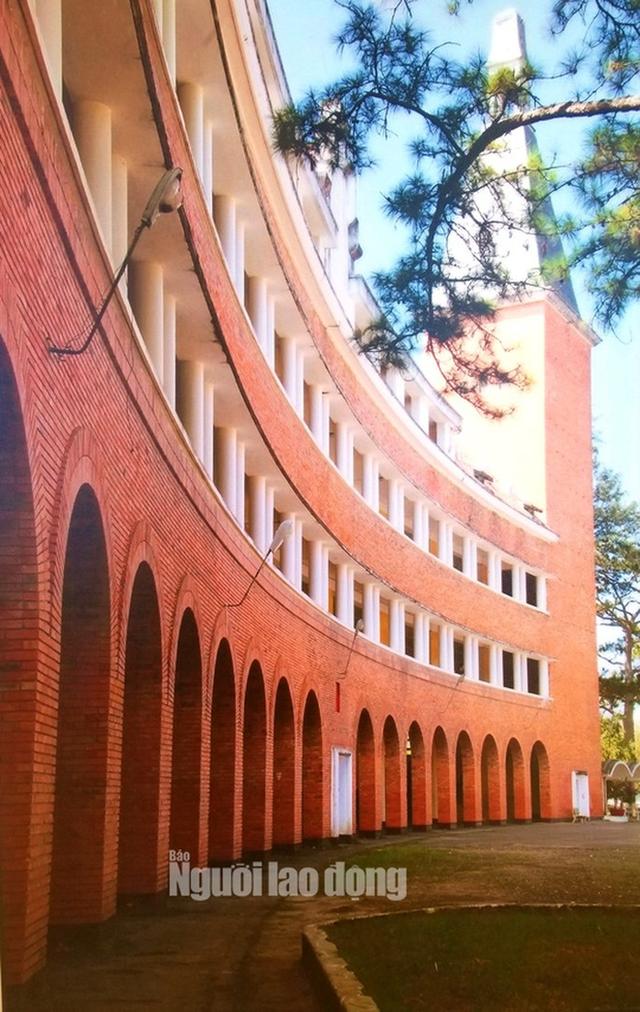 Ngôi trường trong top đẹp nhất Việt Nam có nguy cơ mất tên - Ảnh 1.