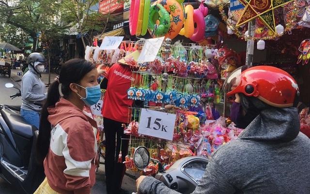Thị trường lồng đèn Tết Trung thu: Hàng Việt chiếm ưu thế  - Ảnh 1.