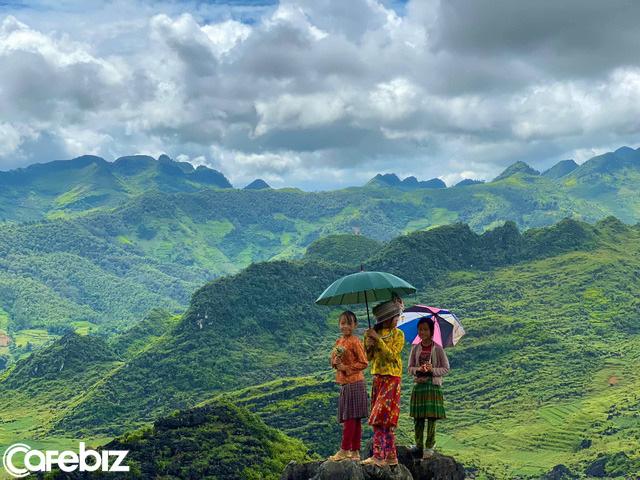 Hà Giang hoang sơ nhưng đầy thơ mộng: Chinh phục dốc Bắc Sum hiểm trở, ngắm dòng Nho Quế xanh mướt giữa núi đá, hẻm Tu Sản ôm mây - Ảnh 7.
