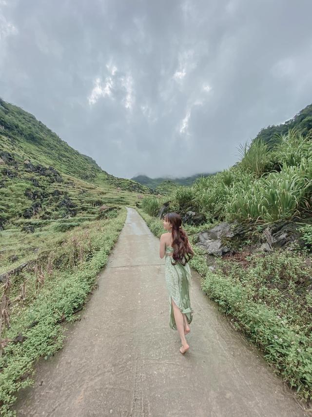 Hà Giang hoang sơ nhưng đầy thơ mộng: Chinh phục dốc Bắc Sum hiểm trở, ngắm dòng Nho Quế xanh mướt giữa núi đá, hẻm Tu Sản ôm mây - Ảnh 14.