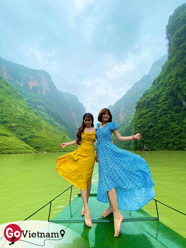 Hà Giang hoang sơ nhưng đầy thơ mộng: Chinh phục dốc Bắc Sum hiểm trở, ngắm dòng Nho Quế xanh mướt giữa núi đá, hẻm Tu Sản ôm mây - Ảnh 10.